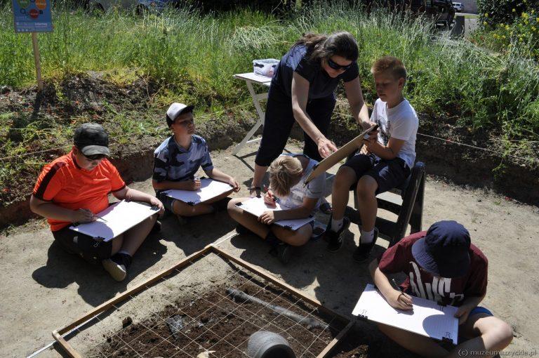 Warsztaty archeologiczne w terenie